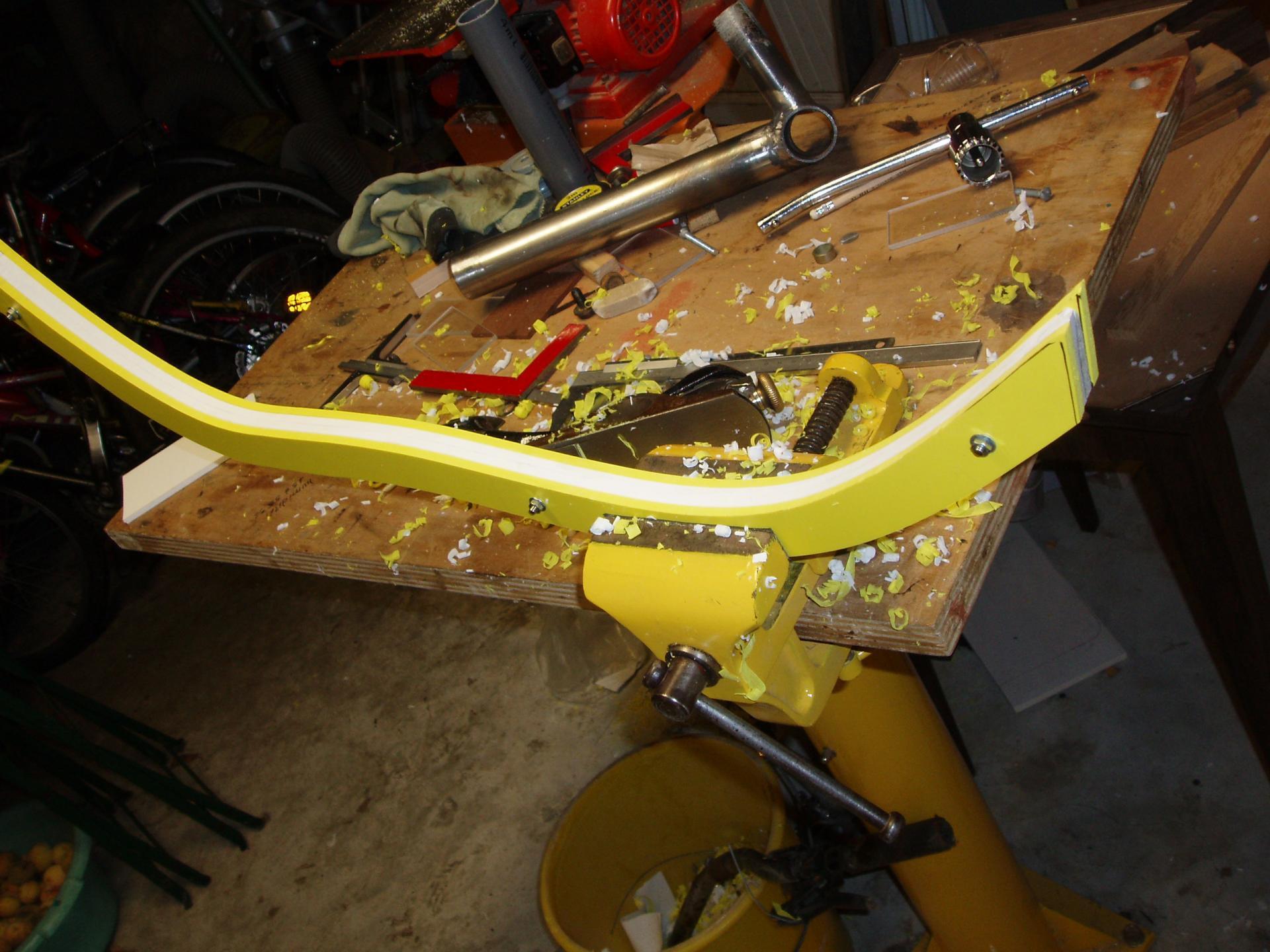 Fabrication du siège en chute de PVC  (plaques signalétiques en comacel).